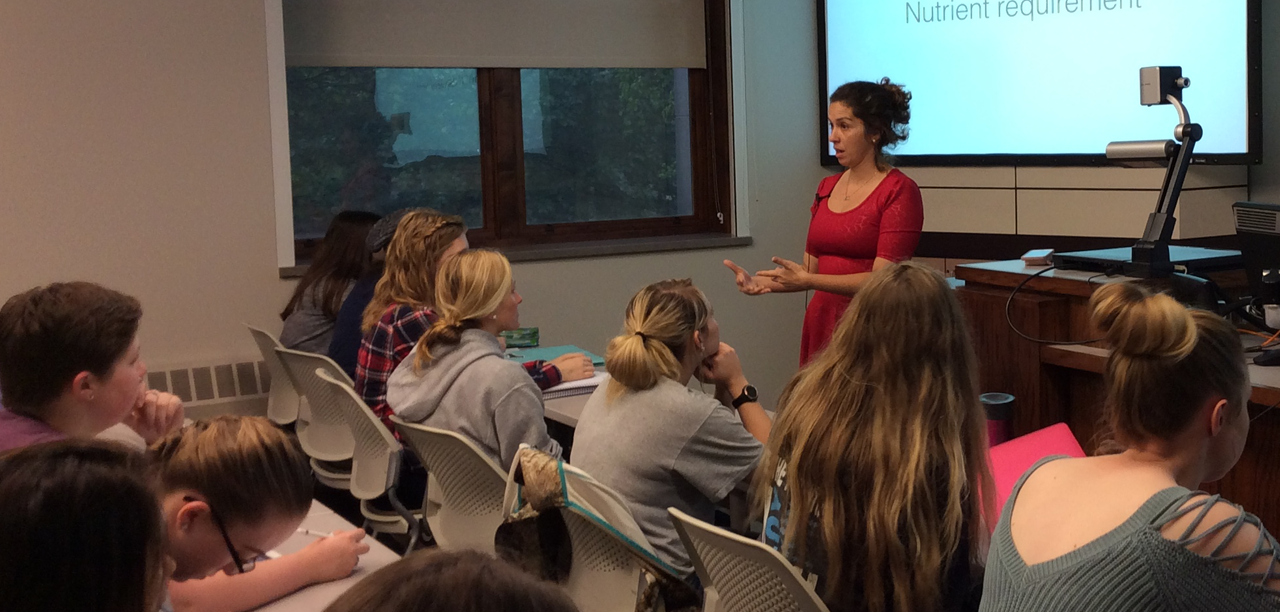 Mariana Serao lecturing to a classroom of students