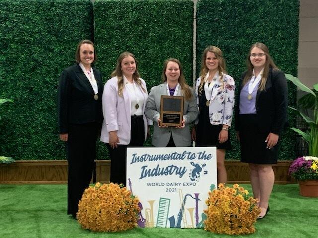 Iowa State Dairy Judging Team at 2021 World Dairy Expo