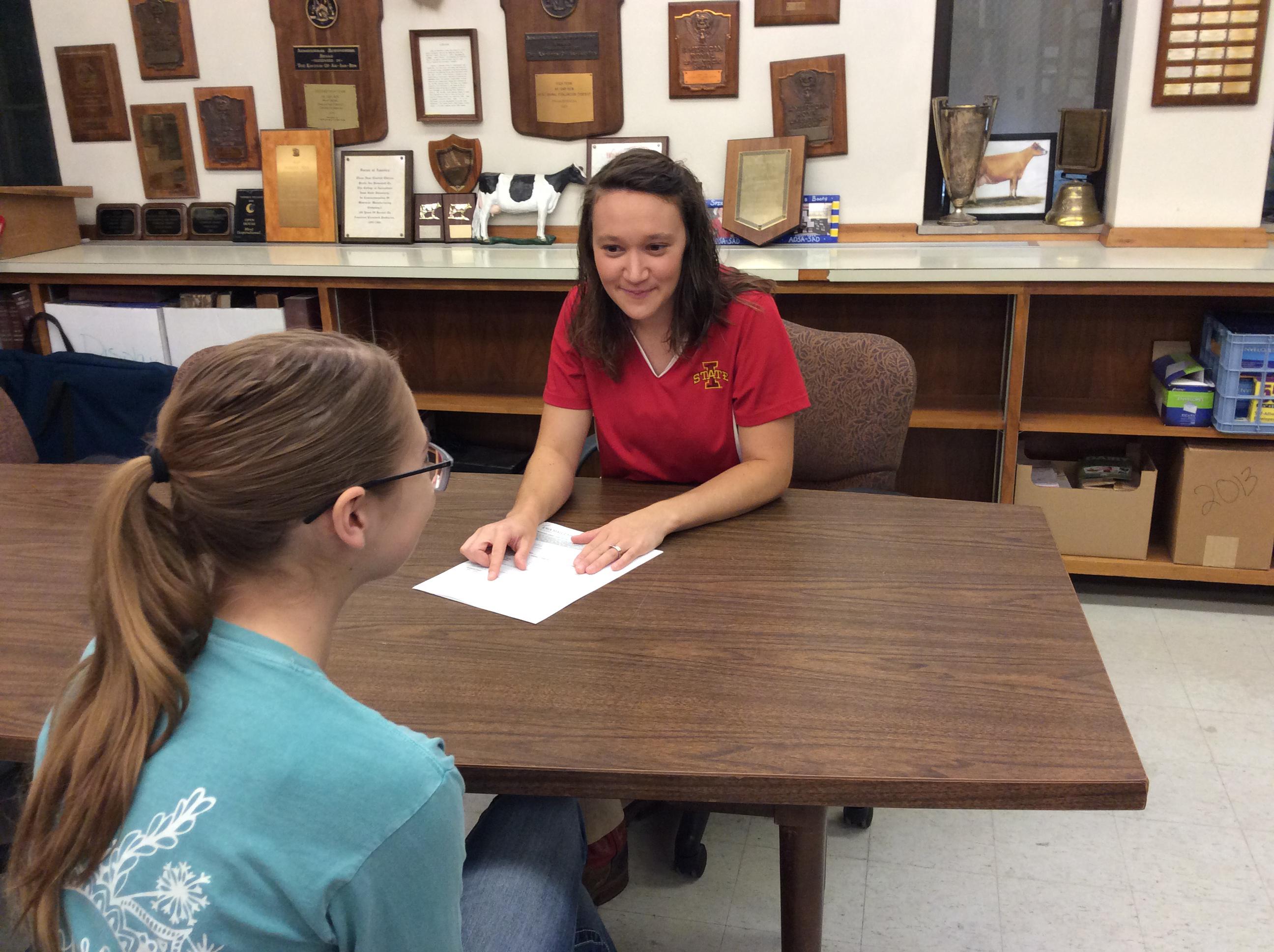 Transfer Student Advisor Kelsey Powell and student